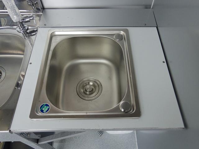 手洗い槽1槽と什器洗浄用1槽になります!!