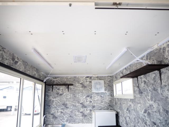 天井LED照明♪2か所ついておりますので室内も明るくなります!