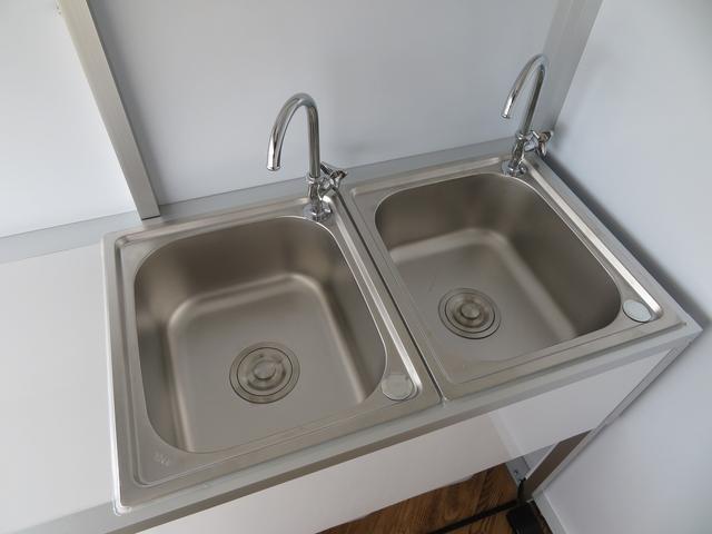 シンク2槽装備♪給排水タンクの増設なども承りますのでご要望の際はお申し付けください!