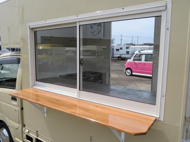 長さ1500左側販売窓!販売カウンター付!販売スペースの車の向きにあわせて販売窓をお選び頂けます!