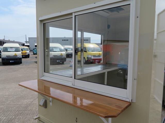 長さ1200後方販売窓!販売カウンター付!販売スペースの車の向きにあわせて販売窓をお選び頂けます!