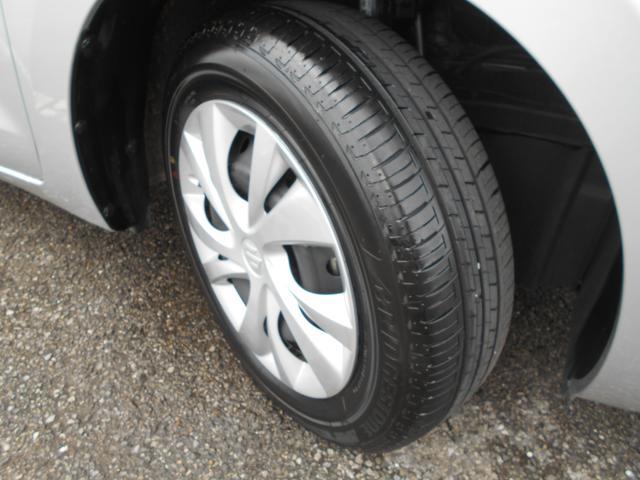 フロントタイヤ。タイヤ溝がしっかりと残っているので安心してお乗りいただけます