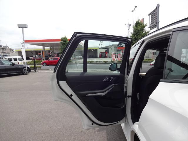 xDrive 35d Mスポーツ HDDナビ エアサスペンション アクティブステアリング パノラマサンルーフ 3列シート Bカメラ レザーシート ACC ステアリングアシスト ヘッドアップディスプレイ 純正21インチホイル(25枚目)