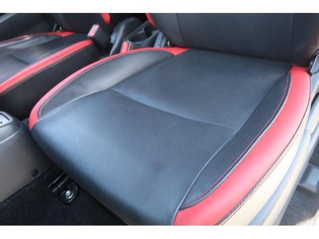 特別仕様車 黒合皮革専用シート採用 シートヒーター装着