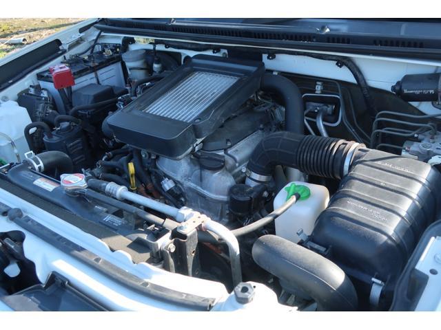 エンジンは660cc 直列3気筒DOHC、64馬力/10.5kgmを発揮するインタークーラーターボ装着ユニットを搭載カタログスペック
