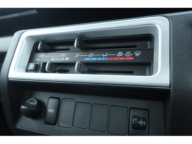 エクストラ 4WD LEDヘッドライト 新品14インチアルミホイール 新品オープンカントリーR/T パワステ エアコン エアバッグ パワーウィンドウ キーレスエントリー 荷台作業灯 純正CDオーディオ(30枚目)