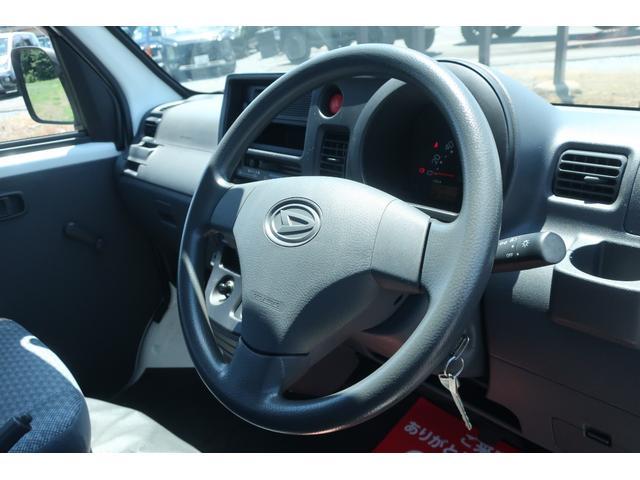 スペシャルクリーン パートタイム4WD 全塗装 社外14インチアルミ NANKANG M/Tタイヤ パワステ エアコン エアバッグ 集中ドアロック ドアバイザー ヘッドライトレベライザー 消火器 純正タイヤ4本付(9枚目)