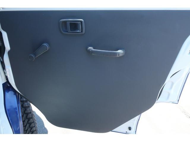 スペシャルクリーン パートタイム4WD 全塗装 社外14インチアルミ NANKANG M/Tタイヤ パワステ エアコン エアバッグ 集中ドアロック ドアバイザー ヘッドライトレベライザー 消火器 純正タイヤ4本付(11枚目)