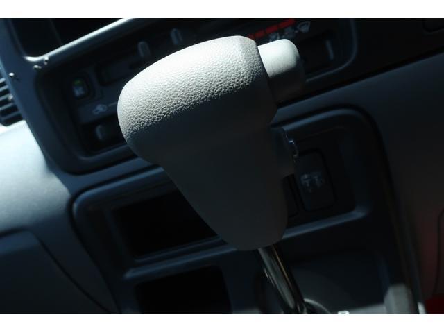 スペシャルクリーン パートタイム4WD 全塗装 社外14インチアルミ NANKANG M/Tタイヤ パワステ エアコン エアバッグ 集中ドアロック ドアバイザー ヘッドライトレベライザー 消火器 純正タイヤ4本付(25枚目)