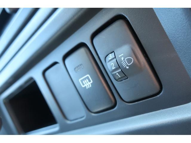 スペシャルクリーン パートタイム4WD 全塗装 社外14インチアルミ NANKANG M/Tタイヤ パワステ エアコン エアバッグ 集中ドアロック ドアバイザー ヘッドライトレベライザー 消火器 純正タイヤ4本付(27枚目)