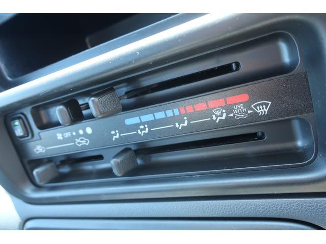 スペシャルクリーン パートタイム4WD 全塗装 社外14インチアルミ NANKANG M/Tタイヤ パワステ エアコン エアバッグ 集中ドアロック ドアバイザー ヘッドライトレベライザー 消火器 純正タイヤ4本付(29枚目)