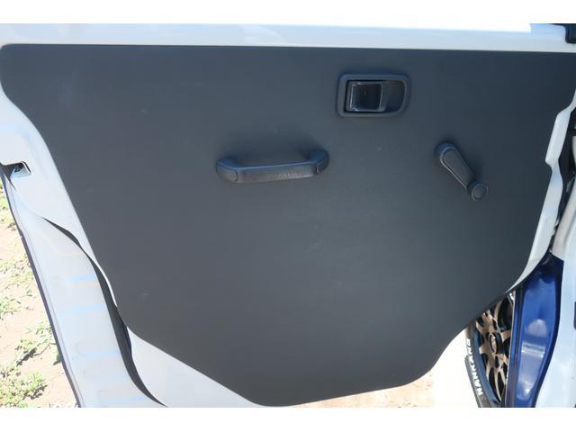 スペシャルクリーン パートタイム4WD 全塗装 社外14インチアルミ NANKANG M/Tタイヤ パワステ エアコン エアバッグ 集中ドアロック ドアバイザー ヘッドライトレベライザー 消火器 純正タイヤ4本付(37枚目)