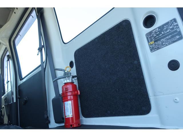 スペシャルクリーン パートタイム4WD 全塗装 社外14インチアルミ NANKANG M/Tタイヤ パワステ エアコン エアバッグ 集中ドアロック ドアバイザー ヘッドライトレベライザー 消火器 純正タイヤ4本付(54枚目)