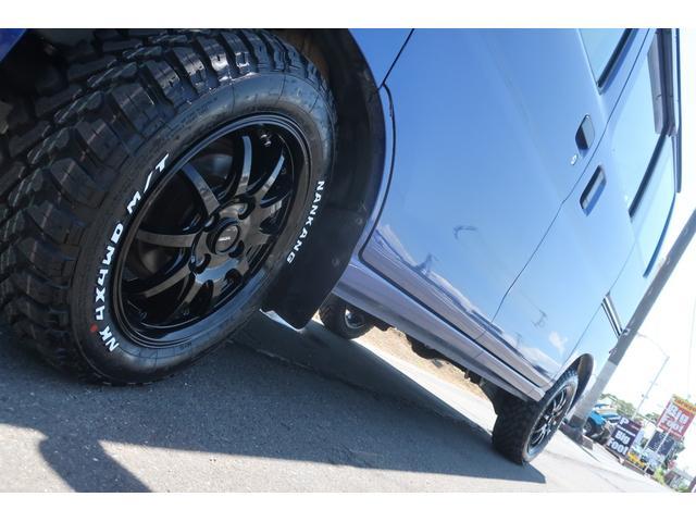スペシャルクリーン パートタイム4WD 全塗装 社外14インチアルミ NANKANG M/Tタイヤ パワステ エアコン エアバッグ 集中ドアロック ドアバイザー ヘッドライトレベライザー 消火器 純正タイヤ4本付(65枚目)