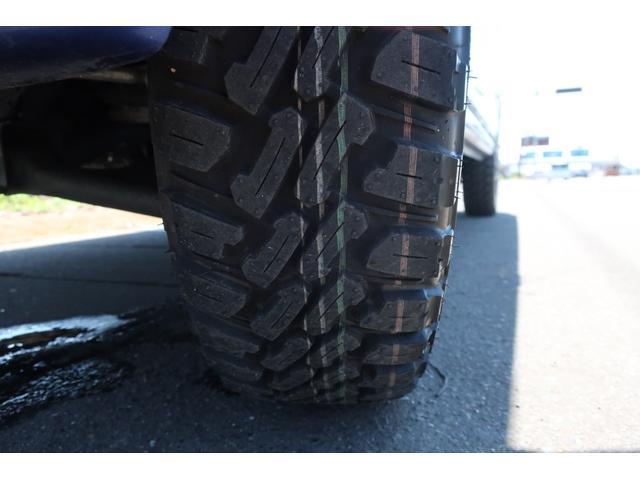 スペシャルクリーン パートタイム4WD 全塗装 社外14インチアルミ NANKANG M/Tタイヤ パワステ エアコン エアバッグ 集中ドアロック ドアバイザー ヘッドライトレベライザー 消火器 純正タイヤ4本付(66枚目)