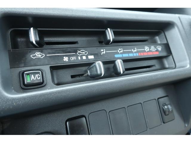スタンダード 4WD あおりガード 荷台マット TOYOオープンカントリーRTタイヤ エアコン パワステ 三方開き純正フロアマット ドアバイザー(32枚目)