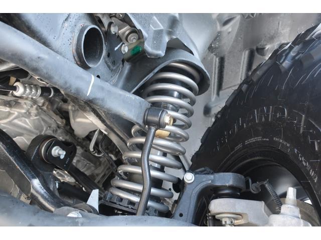 スポーツ 4WD RUBICONタイプFRバンパー ROUGHCOUNTRY3.5INリフトアップKIT FUEL17インチAW ジオランダー サイドロックスライダー 50INLEDバー 純正アップルプレイ(74枚目)