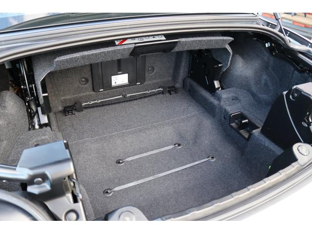クローズドならゴルフバッグ2個が積めるスペースを確保したトランクルーム!!トランクスルー機能付きにより、長い荷物も積載可能!!