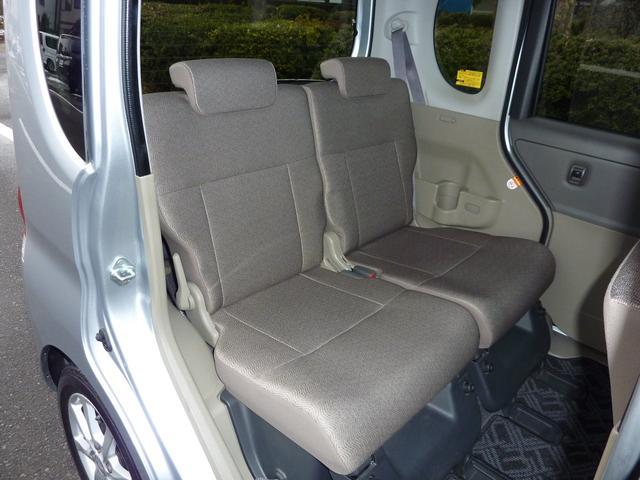 後部座席シートを格納して荷室広げることができます。シートの状態良いです。損傷ありませんクッションのへたりありません。