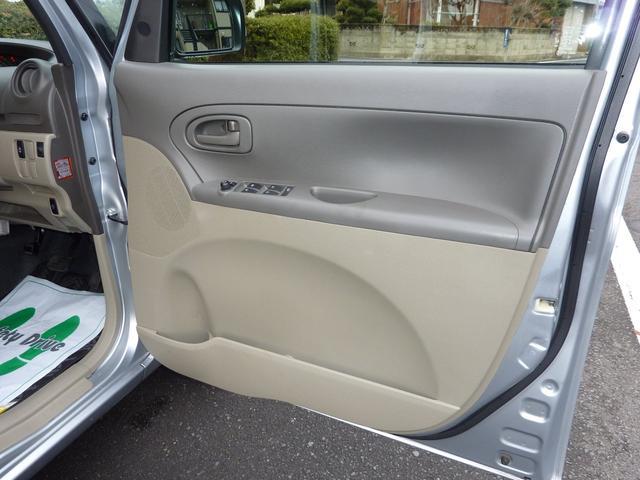運転席ドアパネル内側の状態。