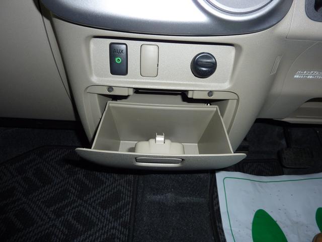 運転席側小物収納BOX。