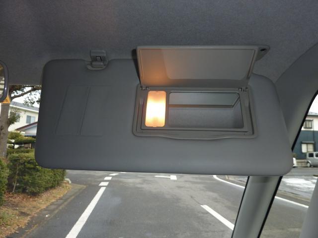 運転席側サンバイザーの状態。