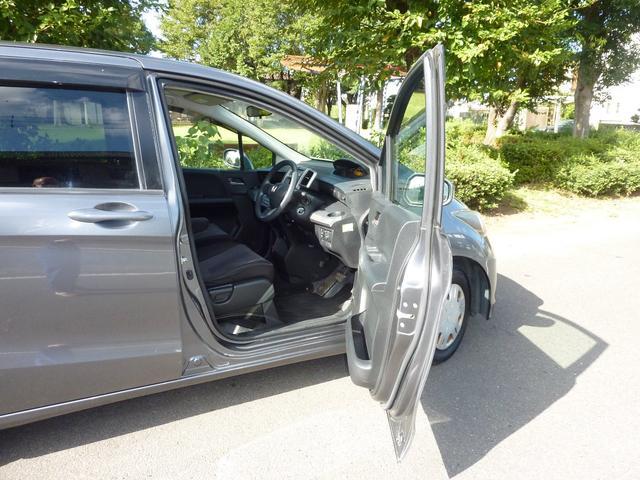 G ジャストセレクション ワンオーナー 買取車 左側電動スライドドア HIDヘットライト キーレスエントリー ABS ブレーキアシスト CVT 7人乗り ウォークスルー プライバシーガラス イージークローザー(9枚目)