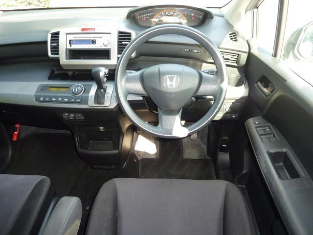 G ジャストセレクション ワンオーナー 買取車 左側電動スライドドア HIDヘットライト キーレスエントリー ABS ブレーキアシスト CVT 7人乗り ウォークスルー プライバシーガラス イージークローザー(11枚目)