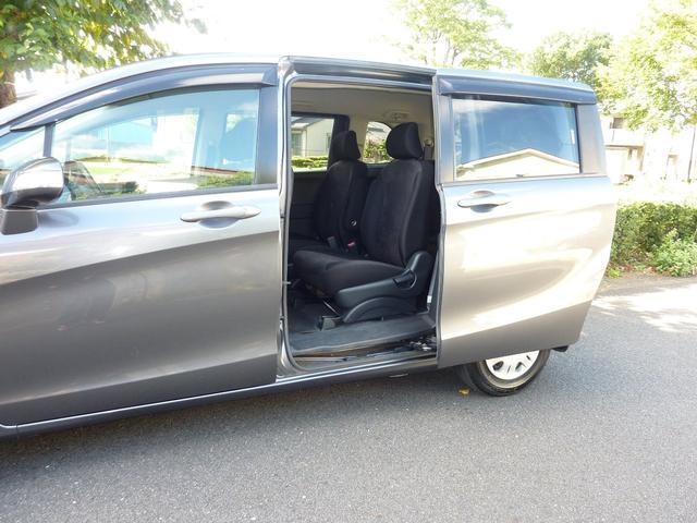 G ジャストセレクション ワンオーナー 買取車 左側電動スライドドア HIDヘットライト キーレスエントリー ABS ブレーキアシスト CVT 7人乗り ウォークスルー プライバシーガラス イージークローザー(19枚目)