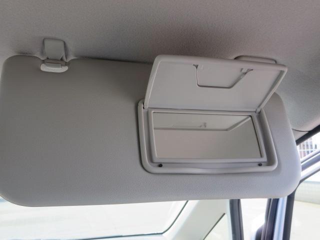女性に嬉しい装備の運転席側バニティーミラー♪