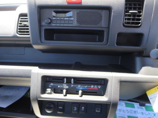 オーディオはラジオです。店頭にて新品2DIN式地デジ付ナビも格安で展示しておりますのでご相談下さい。