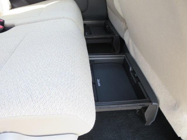 後席には置き楽ボックスが両席にございます。