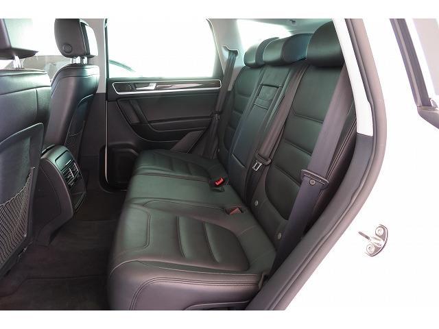 後席も格別の心地良さは変わりません。あなたのドライビングライフを快適にサポート。