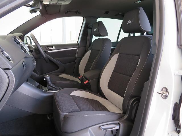 「R-line」専用ファブリックシート:ブラック/グレーの色合いの専用シートを装備。