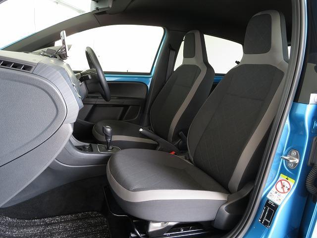 質感の良いファブリックシートを採用した前席。シートヒーター(運転席/助手席)も装備しています。