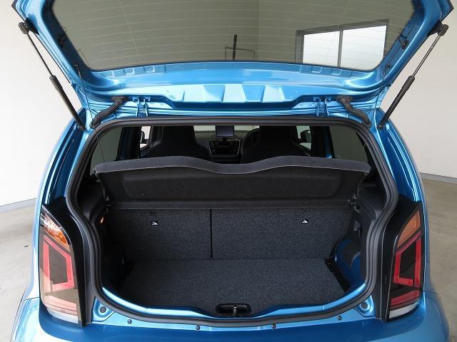 通常時の容量251L。2段階で高さ調節できるバリアブルカーゴフロアの採用により、高さのある荷物も積み込めます*
