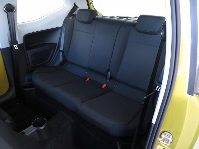 全高1,495mmでGOLFの1,480mmとほぼ同じ!頭上も足元も充分なゆとりを確保してあるので、後席も快適に座ることができます。