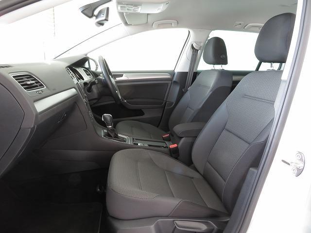 人間工学に基づいた形状で、快適なドライブを約束するシート。