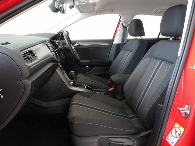 長時間、長距離を運転しても疲労が少ないよう、人間工学に基づいて設計されたシート。
