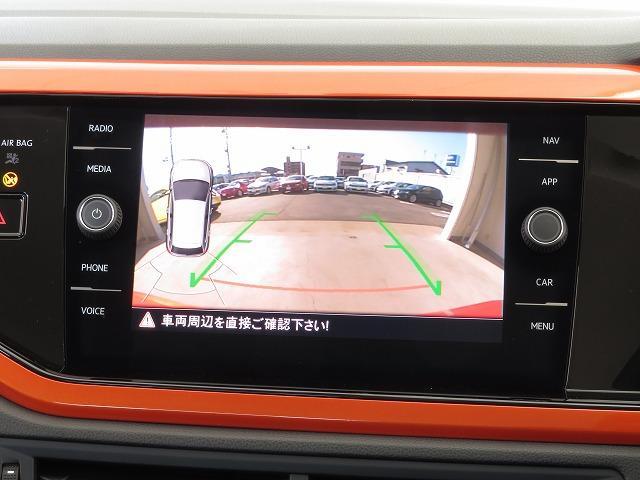 リヤビューカメラ:車両後方の映像を映し出します。画面にはガイドラインが表示され、車庫入れや縦列駐車を容易にしてくれます