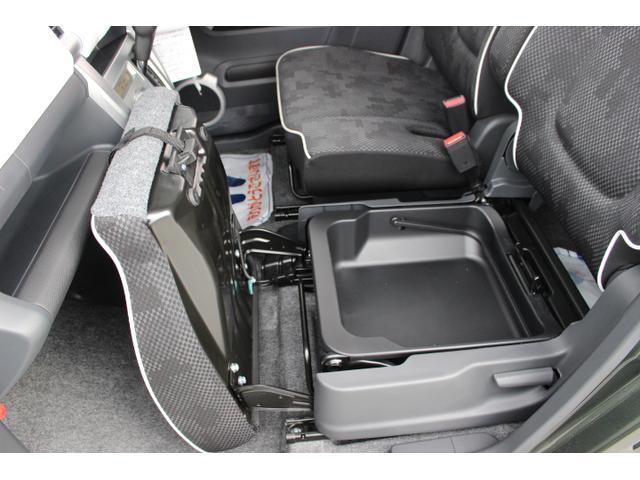 ☆シートアンダーボックス!小物を収納すれば車内スッキリ!助手席にスーパーの袋を置くと、ブレーキを踏んだ瞬間に倒れて散らばってしまう事ってありませんか?ここに買物袋を置けば、そんな心配も必要ありません☆