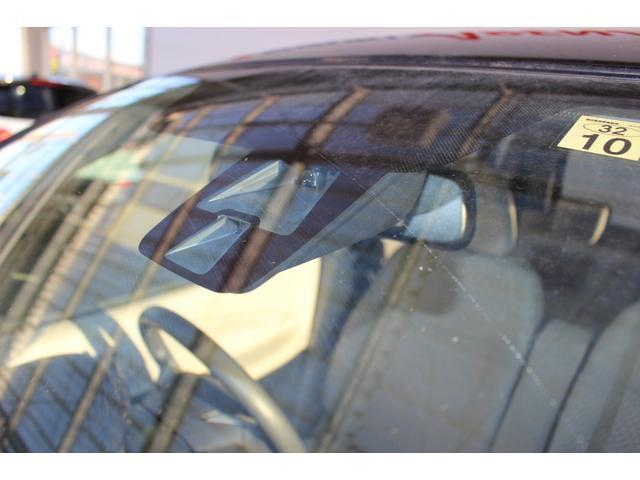 ★特別装備!エマージェンシーブレーキ★赤外線レーザーレーダーが前方車両との衝突の危険を察知します。衝突の可能性が高まった時、警告灯とブザーの作動とともに、自動で緊急ブレーキが作動します★