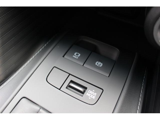 ☆電動パーキングブレーキ!シフトレバーをPに入れると自動で作動し、ブレーキを踏みながらDにシフトすれば解除されるオート機能付☆