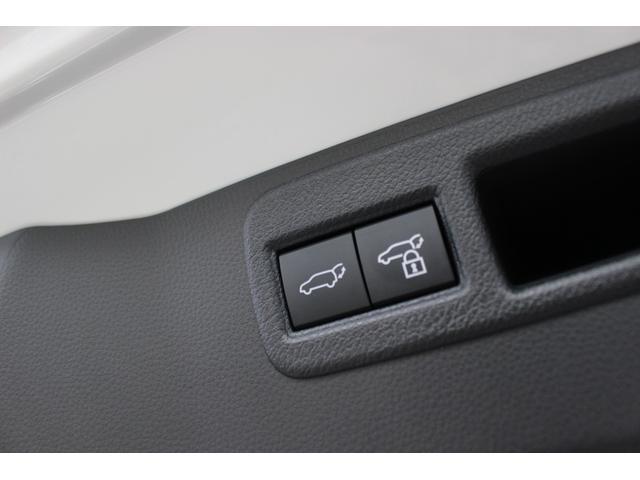 ☆ハンズフリーパワーバックドア!スマートキーを携帯していれば、リアバンパーの下に足を出し入れするだけで、バックドアが自動開閉、便利です☆