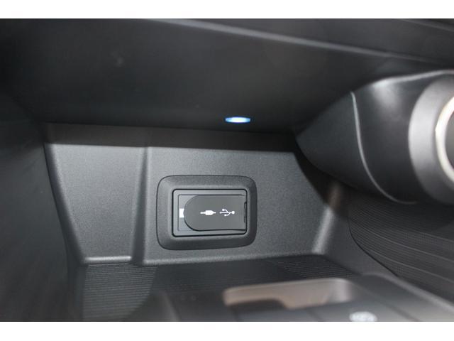 ★「充電用USB端子」が標準装備!ほとんどの方が車の中でスマートフォンの充電をされる今、別に購入せずとも充電できるのは地味にうれしいですね★