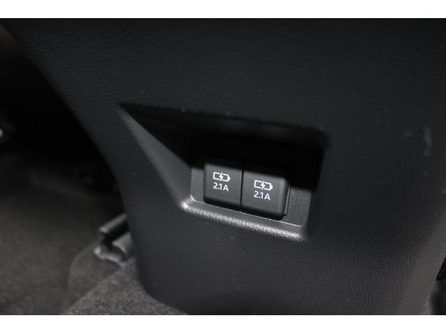 充電用USB端子2個(センターコンソールBOX後部)