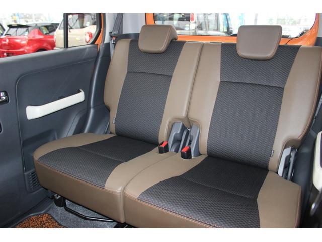 ☆後ろの席が前後に可動、人乗るとき・荷物載せたいときの2通りの選択ができる、一番後ろまで下げると足元に旅行かばん1つずつは入るスペースができて大人4人でも普通に乗れます☆