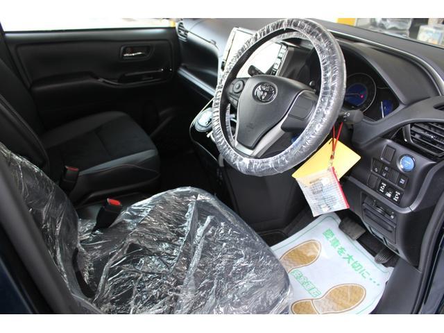 お客様のお車をお預かりする時は、ハンドルカバー、シートカバー、マットカバーを着用しております。
