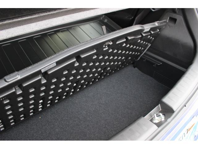 ラゲッジルームのフロア下には使い勝手のよい収納スペース!車内がスッキリ片付きますね!
