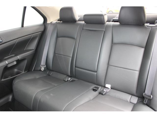 さすが高級車の代表といった車!優れた静粛性と安定感!広い車内。後席もゆったりして、誰を乗せても恥ずかしくない!